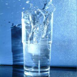 De l'eau saine pour un enfant pendant un an